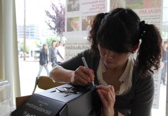 Mari Inukai signing