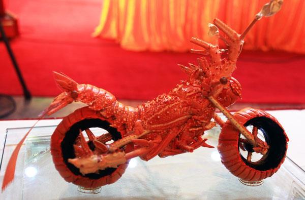 Lobster Motorcycle © Huang Mingbo