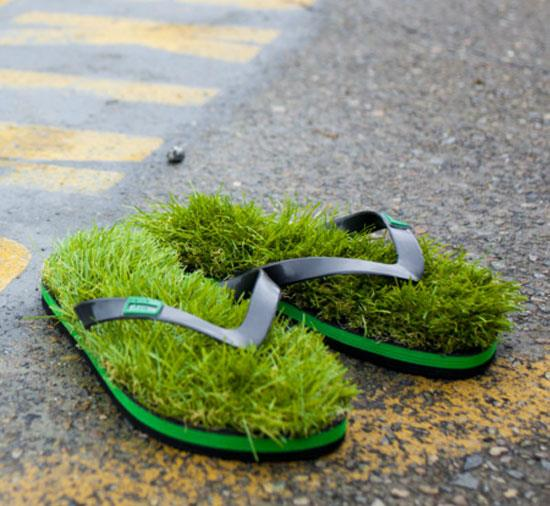 Kusa Flip Flops Made of Fake Grass