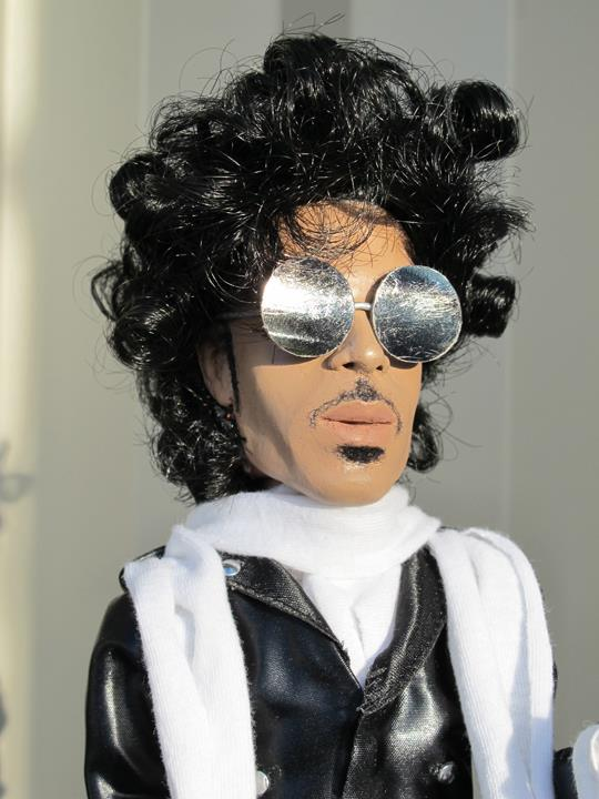 prince-glasses-troy-gua.jpg