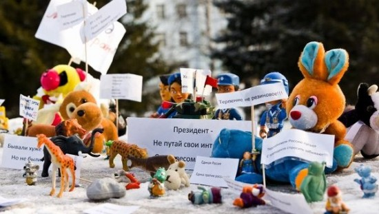 Siberian toy protest against Russian corruption