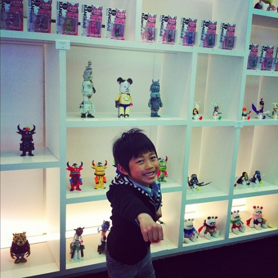 I love the toys of @xT9Gx, and so apparently do kids, according to this cute photo by @youxsay.