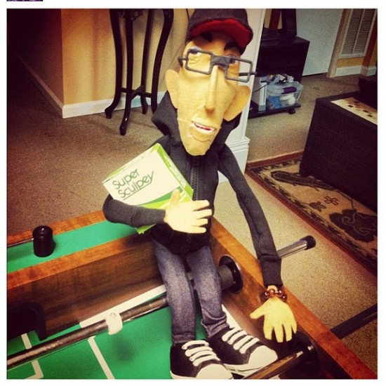 Josh Taylor (@goresongz) turned Jay222 (@jay222toy) into a puppet!
