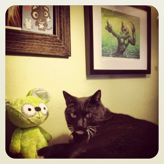 Cats and art: take 2. Photo of Nigel with @junko_mizuno & @maxtoyco by @jeremyriad.
