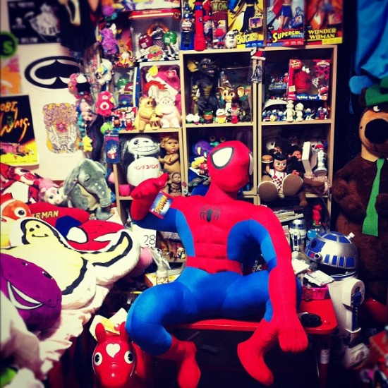 @shoooopon celebrates her birthday in Japan with a giant Spiderman.