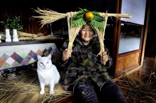 Mrs. Missao and Fukumaru © Miyoko Ihara