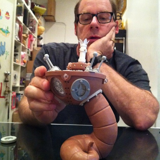 Sculptor Dave Pressler and a Doktor A toy. Photo by @munkykingtoys.