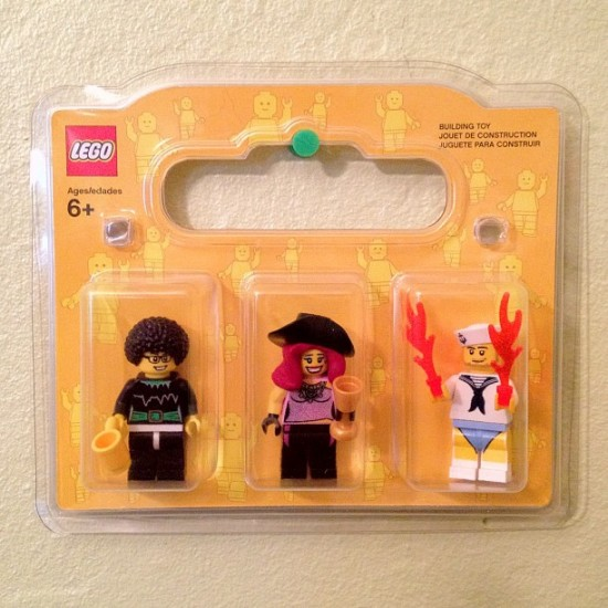 I had a blast making LEGO minis of me, @medulao & @yosielllorenzo!