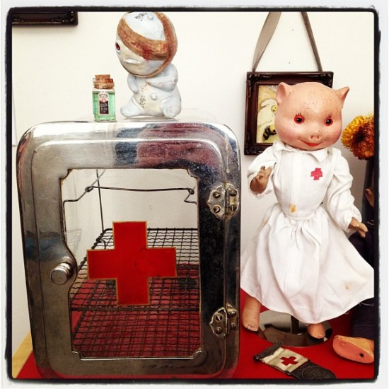 Creepy medical assemblage in the collection of @stacyjean5. I spy a Wounded Sickling!