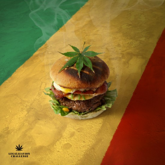 Weed-rger. Buns of cannabis. Steak so high. Lettuce leaves rolled. Smoked bacon. Egg pouch. Muncheese of Savoy.