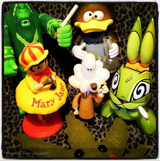 Stoner designer toys photo by @jeremyriad