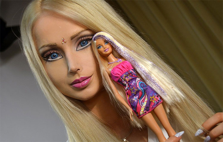 Russian Barbie Doll Valeria Lukyanova Comes From Outer Space