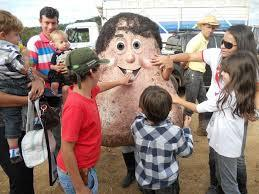 Senhor Testiculo testicular mascot