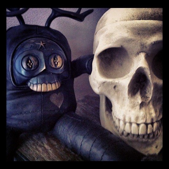 """""""Best Buds"""" Blamo Toys' Rice Baby and a skull, collection of @masao626"""